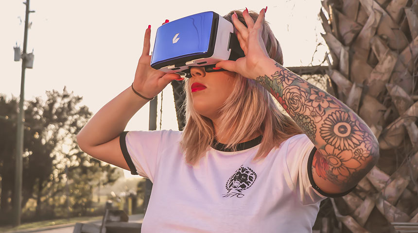vr woman white shirt - 7 Facts about How Smart Goggles Really Work